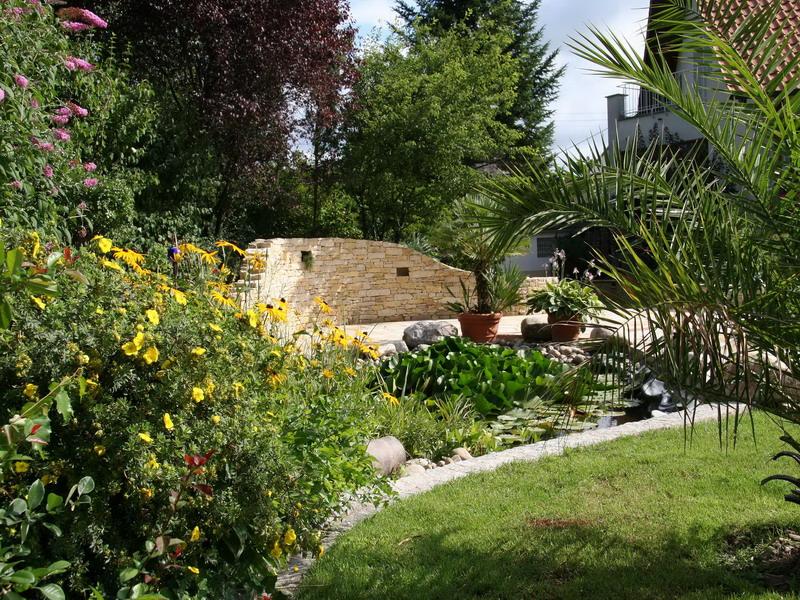 <strong>Teich mit Natursteinmauer</strong> &ndash; planwerk GEHLE Fernplaner Fernplanung Landschaftsarchitektur Thomas Gehle Christine Gehle