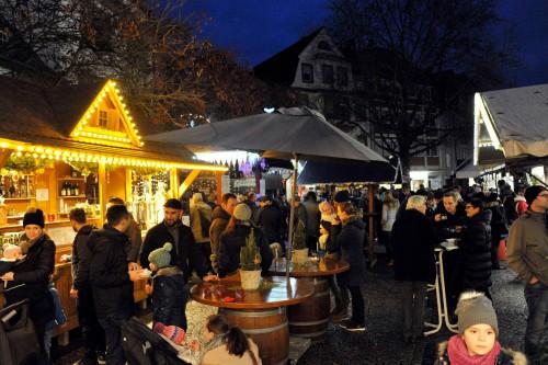 Hütte für selbstgebastelte Weihnachtsdekoration.