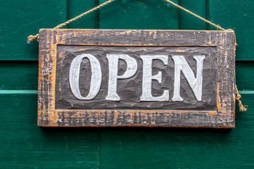 Die ersten Geschäfte haben seit Montag wieder für euch geöffnet.